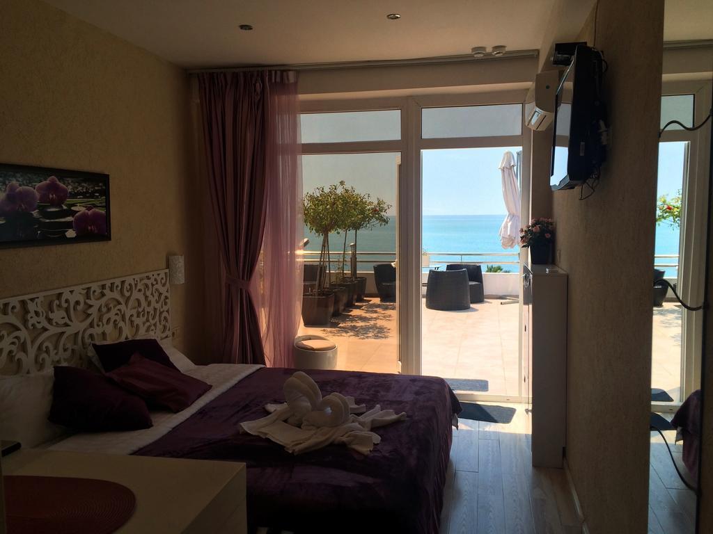 Отель в новом афоне на берегу моря