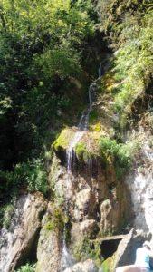 Водопад Мужские слезы по пути на рицу