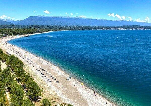 Вид на пляж и море курорт Пицунда