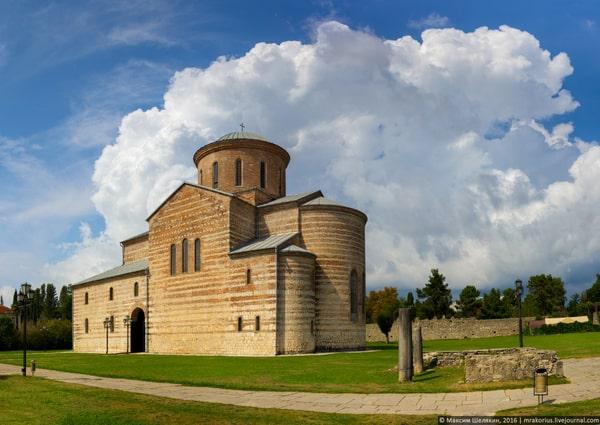 собор в Пицунде