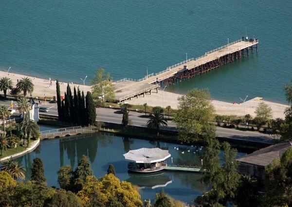 Парк пруд в Новом Афоне