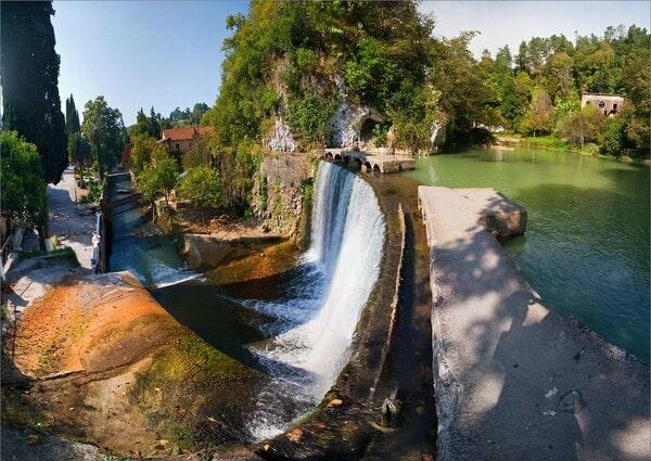 Новоафонский искусственный водопад