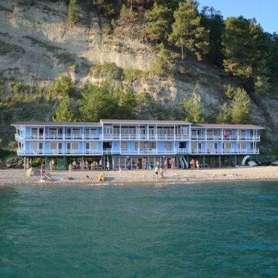 отель у моря в Пицунде Капитан Блэк