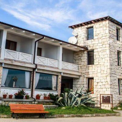 отель Дем находится на берегу моря в Сухуми