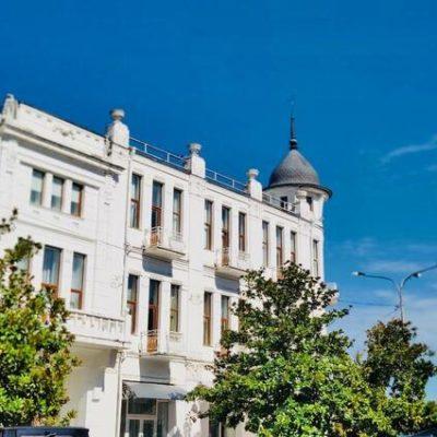 отель в Сухуме на берегу моря Рица