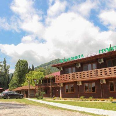 Отель Леон в Новом Афоне